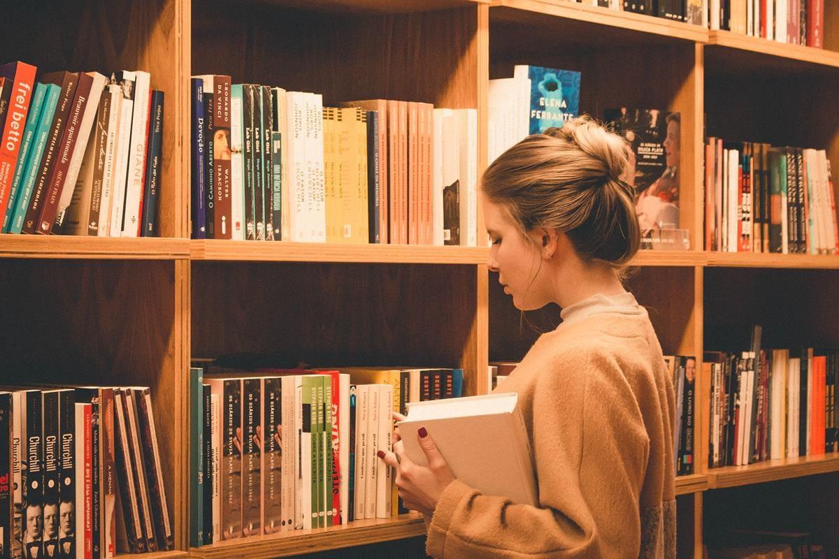 Avalie quais ferramentas podem lhe ajudar a alcançar seu propósito, seja livros, podcasts, cursos e entre outras.