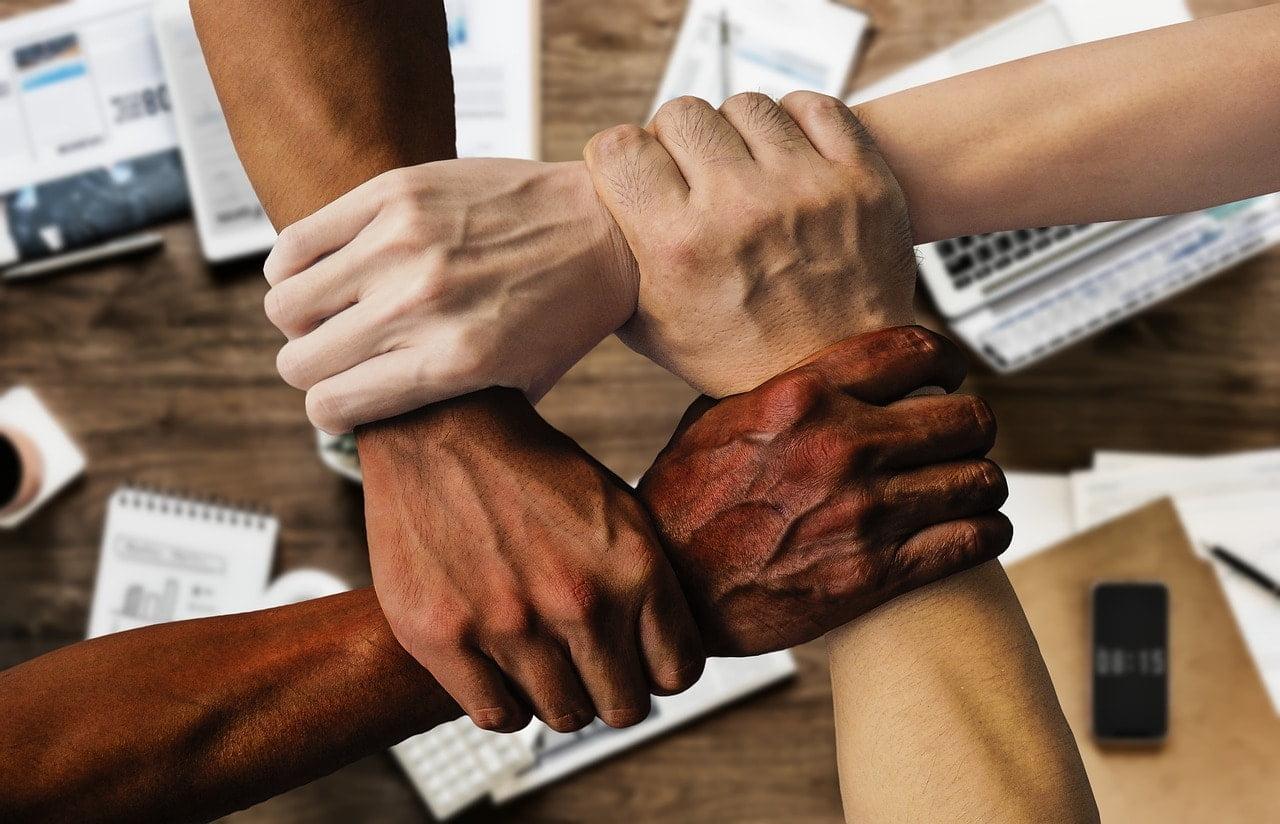 Um time diverso agrega diversos benefícios à rotina da empresa.
